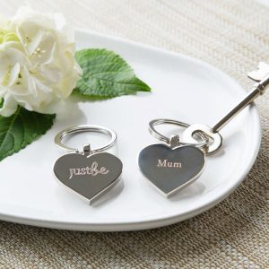 JUSTBE - Mum Engraved Key Ring & Chocolate Gift Set